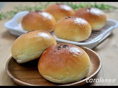 紅豆麵包。Adzuki bean bread - YouTube Red Bean Bun Recipe, Asian Snacks, Breakfast Tea, Bread Bun, Red Beans, Dessert, Cooking School, Sweet Bread, Buns