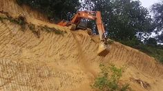 Excavator Operator Takes a Crazy Shortcut
