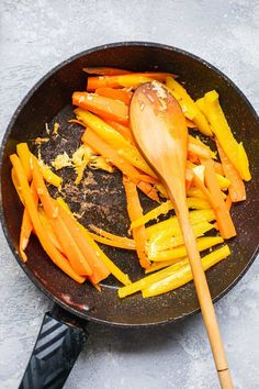 Easy Vegan Pad Thai (Gluten-free) | Earth of Maria Quick Vegan Meals, Easy Vegan Dinner, Vegan Dinners, Vegetarian Egg Rolls, Vegan Vegetarian, Vegetarian Recipes, Vegan Pad Thai, Vegan Menu, Salad Bar