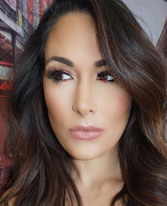 Always love Brie Bella's make up. Love the neutral/copper tones.