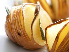 Backkartoffeln mit Salbei ist ein Rezept mit frischen Zutaten aus der Kategorie Wurzelgemüse. Probieren Sie dieses und weitere Rezepte von EAT SMARTER!