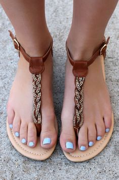It's time to buy new sandals for the summer. Of course you will choose a comfortable one to wear, but the motifs and models of sandals are also important. Here are Flat Glam Sandals for S… Cute Sandals, Brown Sandals, Flat Sandals, Cute Shoes, Leather Sandals, Me Too Shoes, Shoes Sandals, Bling Sandals, Pretty Sandals
