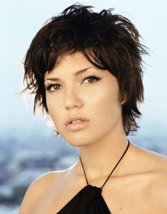 Mandy Moore Hair Styles Cute Hairstyles For Short Hair Short Textured Hair, Shaggy Short Hair, Short Sassy Hair, Short Curly Haircuts, Cute Hairstyles For Short Hair, Short Hair Cuts, Curly Hair Styles, Short Hair Images, Short Hair Styles For Round Faces