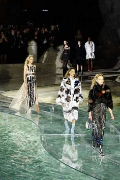 Amazing Fashion Show in Fontana di Trevi for the anniversary of Fendi's 90 years