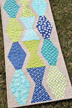 Table runner pattern from Heather Peterson - Angles with Ease book