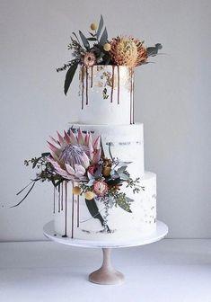 Protea Wedding, Floral Wedding Cakes, Wedding Cake Designs, Wedding Cake Toppers, Wedding Cake Vintage, Flowers On Wedding Cake, Floral Cake, Purple Wedding, Gold Wedding