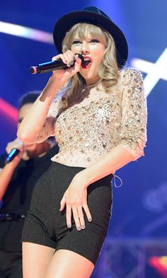 Taylor Swift Rocking Out The Camel Toe - i am sorry but does her vagina look really huge? like long? Taylor Swift Concert, Taylor Swift Hot, Divas, Camelo, Taylor Swift Pictures, In Pantyhose, Sexy Asian Girls, Hot Girls, Hottest Photos