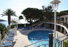Con niños o en pareja, la piscina es ideal para refrescarte en tus vacaciones. http://www.ilunioncaletapark.com/