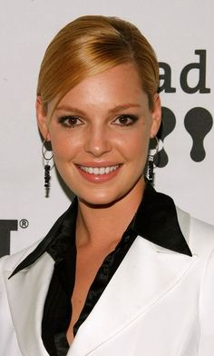 Katherine Heigl Photos - Actress Katherine Heigl arrives to the 18th Annual GLAAD Media Awards at the Kodak Theatre on April 14, 2007 in Los Angeles, California. - 18th Annual GLAAD Media Awards - Arrivals