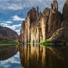 The only way forward if we are going to improve the quality of the environment is to get everybody involved. Richard Rogers  Owyhee Canyonlands via @curtreesor  #outdoors #nature #beauty #owyhee #canyon #weekendvibes by prana
