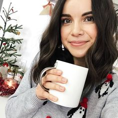You know what time it is? TIME FOR HOT CHOCOLATE! 🍫☕️I just posted a new video with the almond chai hot chocolate recipe I'm currently obsessed with, so go watch it and tell me what you think! Link in my profile. 😘