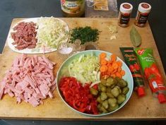 Rezept: Orginal DDR Soljanka Bild Nr. 3 Getting Hungry, Cake & Co, Tortellini, Food Inspiration, Cobb Salad, Soups And Stews, Finger Foods, Soup Recipes, Cooking Recipes