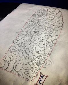 Fitness gift ideas [for beginners and freaks] Rose Tattoos, Flower Tattoos, Body Art Tattoos, Japanese Flowers, Japanese Art, Bokashi, Flower Sleeve, Japanese Tattoo Designs, Irezumi Tattoos