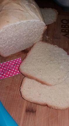 ΨΩΜΙ ΤΟΥ ΤΟΣΤ ΣΤΟΝ ΑΡΤΟΠΑΡΑΣΚΕΥΑΣΤΗ Τα υλικά είναι για ένα κιλό ψωμί.  Μπαίνουν στο μηχάνημα με τη σειρά που είναι γραμμένα 325 ml γάλα 2 κ.σ. λάδι 2 κ.γλ. αλάτι 2 κ.σ ζάχαρη 600 γρ. αλεύρι 1.5 κ.γλ. μαγιά ξηρή  προγραμμα στον ατροπαρασκευαστη domo (11) σάντουιτς Favorite Recipes, Bread, Food, Breads, Baking, Meals, Yemek, Sandwich Loaf, Eten
