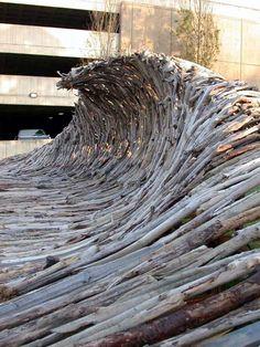 Driftwood wave sculpture by Shane Blackbourn could be used in a lesson about texture & contrast Land Art, Wassily Kandinsky, Street Art, Instalation Art, Driftwood Art, Environmental Art, Outdoor Art, Beach Art, Public Art