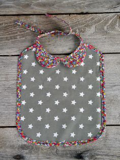 CUTE bib! Cannot read French to save my life but I think I'd be able to make from this picture