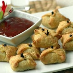 Delicious snacks that pair incredibly well when served with our Sweet Chilli or Peach Apricot Chutney.