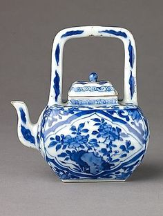 Small covered porcelain teapot, c1662-1722.