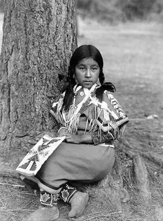 Old Native American Photos From The Ralph Thomas Collection