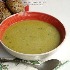 """Moje maminka vždy říkávala, že polévka je """"grunt"""", neboli základ. A je to tak. Mnohdy ji uvařím, když už je hlad a kompletní jídlo by trvalo delší dobu. Voňavá a jemná bramboračka nedá mnoho práce a díky tomu, že červená čočka se nemusí namáčet, netrvá vaření dlouho."""
