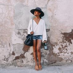 33 Outfits Every Petite Woman Should Try : The never-ending search for small sizes, constant trips to the tailor, and the realization that you probably need a heel is enough style-related stress to make Fashion For Petite Women, Petite Outfits, Summer Outfits Women, Summer Dresses, Look Chic, Clothes For Women, Beautiful, Olivia Lopez, Life Color