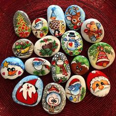 50 Easy DIY Christmas Painted Rock Design Ideas 18 – Home Design Pebble Painting, Pebble Art, Stone Painting, Rock Painting, Stone Crafts, Rock Crafts, Diy Crafts, Christmas Door Decorations, Diy Christmas Ornaments