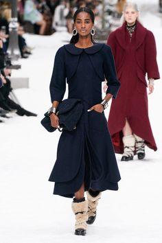 Chanel Fall 2019 Ready-to-Wear Fashion Show - Vogue 2020 Fashion Trends, Fashion 2020, Runway Fashion, Womens Fashion, Net Fashion, Bridal Fashion, Daily Fashion, Paris Fashion, Street Fashion