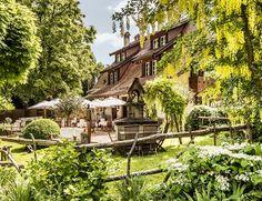 La Pinte du Vieux Manoir, à Morat (FR) Swiss Travel, Images, Mansions, House Styles, Old Mansions, Terraces, The Mansion, Switzerland, Hobbies