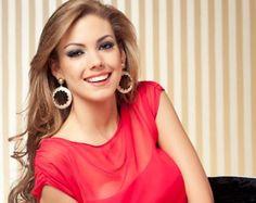 Carolina Aguirre: El encanto de una reina.  Pese a su corta edad, la Miss Ecuador demuestra ser una joven con objetivos claros, capaz de poder manejar con éxito todo el peso y la responsabilidad de su corona.