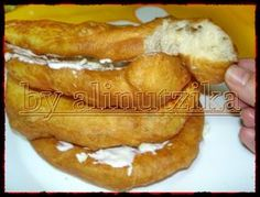 Risultati immagini per langosi Churros, Bread Recipes, Cookie Recipes, My Favorite Food, Favorite Recipes, Romanian Food, Pastry And Bakery, Home Food, Appetizer Recipes