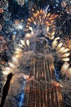 Burj Khalifa à Dubai. Feu d'artifice impressionnant.