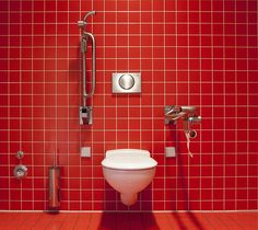 Clogged toilet is a very frustrating and shared problem at every home in many cases. Take a look how to unclog a toilet with no plunger in three easy ways. Clogged Toilet, Flush Toilet, Toilet Bowl, Coca Cola, Cure For Constipation, New Toilet, Leaky Gut, Deodorant, Cleaning Hacks