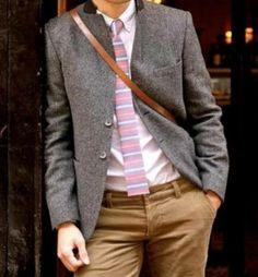 Otra manera de llevar la corbata...  Look para los hombres  Fuente: Tipsdeimagen.com