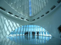 The Milwaukee Art Museum, designed by Santiago Calatrava, is on the Lake Michigan waterfront