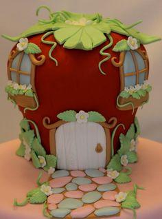 Strawberry Shortcake's House Cake-I thought I was Strawberry Shortcake when I was younger; Fancy Cakes, Cute Cakes, Strawberry Shortcake House, Fondant Cakes, Cupcake Cakes, Decoration Patisserie, House Cake, Character Cakes, Gorgeous Cakes