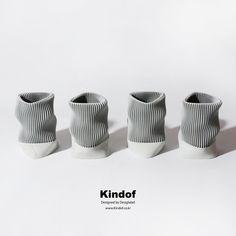 콘크리트와 기하학적인 패턴이 결합된 W Pencil Vase는 세상 어디에서도 찾아볼 수 없는 유니크한 디자인으로 남들과 똑같은 것을 거부하는 당신에게 특별한 선물이 될 것입니다. 심심한 당신의 책상을 눈부시게 빛내주세요.  www.kindof.co.kr