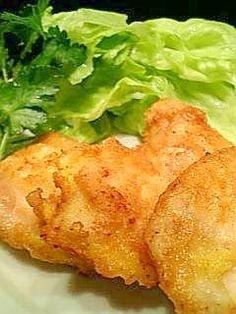 「夕飯やお弁当に・・・鶏むね肉のチーズピカタ♪」鶏むね肉もピカタにすると、とってもジューシーで美味しくなります。夕飯のおかず、冷めても美味しいのでお弁当にもおすすめです。【楽天レシピ】