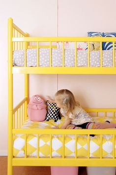 Kids room - Yellow retro bunk bed - Pinjacolada blog