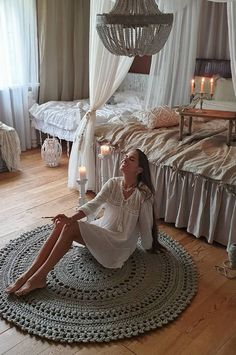boho Life in the white bedroom! While fish, seashells, coral, and ocean ponies. boho Life in the White Carpet, New Carpet, Patterned Carpet, White Rug, Rugs On Carpet, Crochet Carpet, Crochet Home, Crochet Rug Patterns, Crochet Rugs
