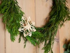 Making straw stars as Christmas tree ornaments: ideas and instructions - Hair Beauty - Food and Drink - Christmas - DIY and Crafts - Home Decor Scandinavian Christmas Decorations, Modern Christmas Decor, Swedish Christmas, Christmas Decorations To Make, Christmas Tree Ornaments, Christmas Crafts, Ornaments Ideas, Natural Christmas, Christmas 2016
