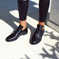 #newtrend #loafers #mocassin #papanikolaoushoes #androgynous Androgynous, Jeffrey Campbell, New Trends, Lacoste, Oxford Shoes, Loafers, Sneakers, Women, Fashion