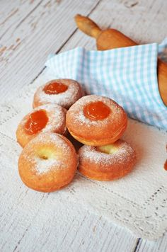 Dagasztás nélküli Berliner fánk (bögrésen is) | Rupáner-konyha Cookie Cups, Sweet Life, Cake Cookies, Doughnut, Recipies, Muffin, Cupcake, Food And Drink, Sweets