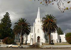 NG gemeente Somerset-Oos - Die kerkgebou is ontwerp deur die argitek Carl Otto Hager, 'n Duitse boorling, Suid-Afrika se grootste eksponent van die Neo-Gotiese boukuns[