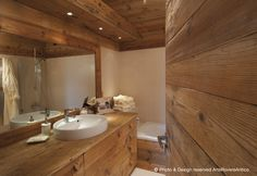 Wood. Bathroom. Arte Rovere Antico || Photo by Duilio Beltramone for Sgsm.it ||