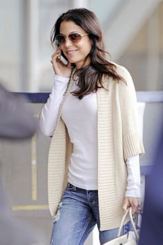 Bethenny Frankel Photo - Bethenny Frankel Chats at the Airport