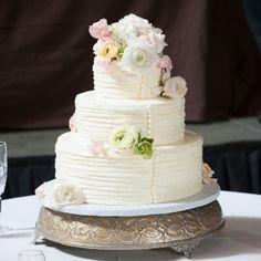 Round, White Wedding Cake // photo by: Exum Photography // Cake: Fearrington House