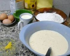 Bizcochuelo fácil, económico y rendidor Receta de Maria Beatriz Perez- Cookpad Dairy, Cheese, Food, Food Cakes, Chilean Recipes, Homemade Popsicles, Meal, Essen, Hoods