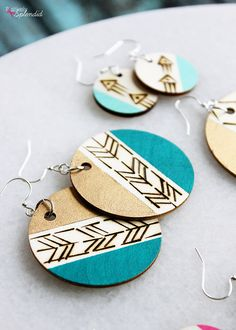 DIY Wood Burned Earrings - Easy and stylish handmade gift idea! - DIY Wood Burned Earrings – Easy and stylish handmade gift idea! Wood Burning Crafts, Wood Burning Patterns, Wood Burning Art, Wood Crafts, Wood Burning Projects, Jar Crafts, Simple Earrings, Diy Earrings, Wooden Earrings