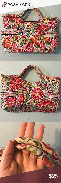Vera Bradley Hope Garden Handbag 👛 Very cute Vera Bradley Hope Garden Handbag. I believe this is the Gabby Handbag. It is used and in good condition. It seems to me like the whole bag is a little faded from being in the closet. The handle shows fading where it was held / carried. A pocket on each side of the bag. Inside is a zippered pocket and three open pockets. The bag zippers closed. I'm selling because it is too small for me. Bundle and save or make an offer! Smoke free home. Vera…