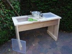 'Bij JoAnne' sand and water table with lids!